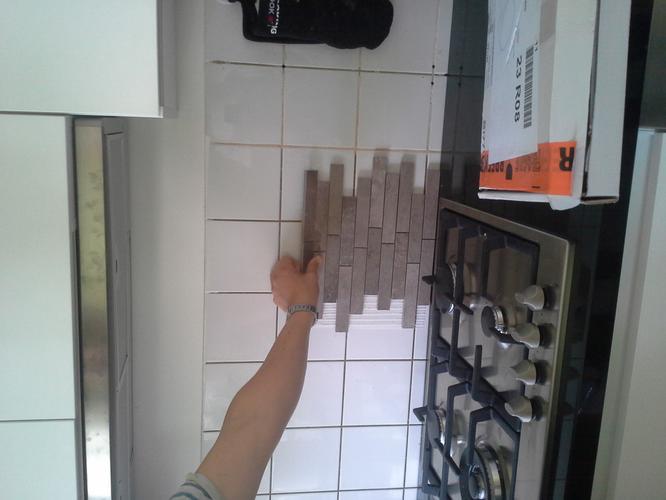 Mozaiek Tegels Plaatsen : Wandtegels matjes mozaiek plaatsen in keuken werkspot
