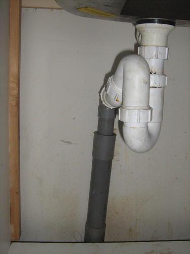Aan en afvoer vaatwasser aanleggen werkspot for Tuinslang aansluiten op kraan zonder schroefdraad