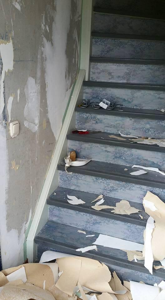 Behang verwijderen in trapgat werkspot for Trapgat behangen