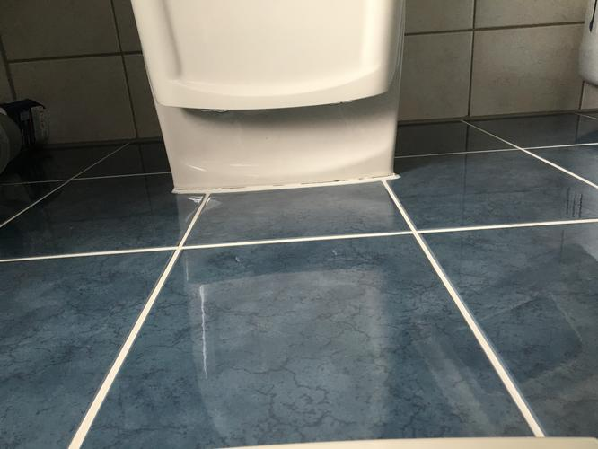 Vernieuwen kitranden in badkamer en bijwerken voegen werkspot