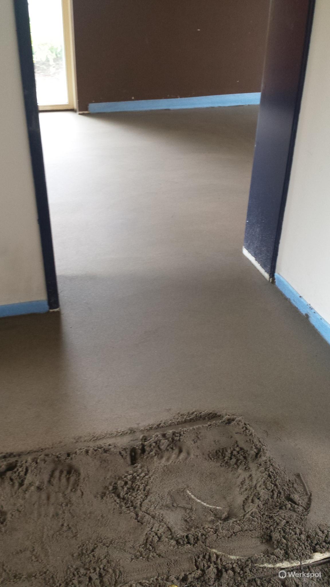 Bekend Oude cementdekvloer met vloerverwarming verwijderen, nieuwe TH58