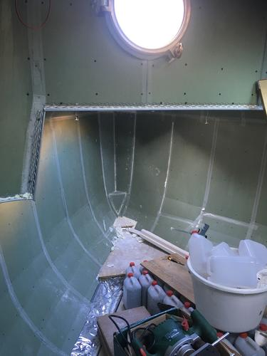 150 m2 stucwerk voor woonboot op groene badkamer gipsplaat voorzien ...