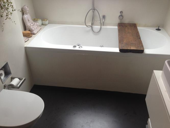 Badkamer 2 kleine zijwanden betegelen werkspot - Mozaiek blauwe bad ...