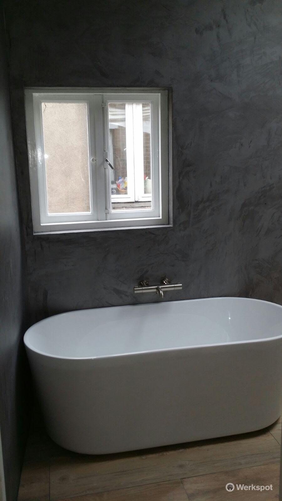 Badkamer stucen met Stoopen en Meeûs stuc - Werkspot