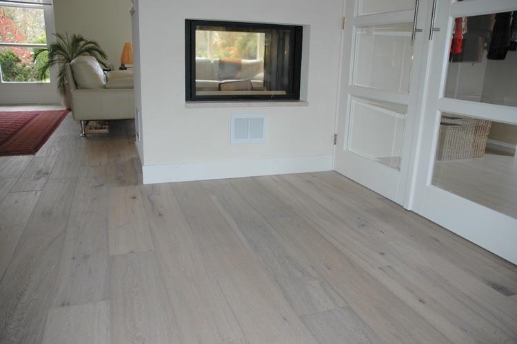Houten Vloer Licht Maken : Parketvloer schuren en voorzien van een whitewash werkspot