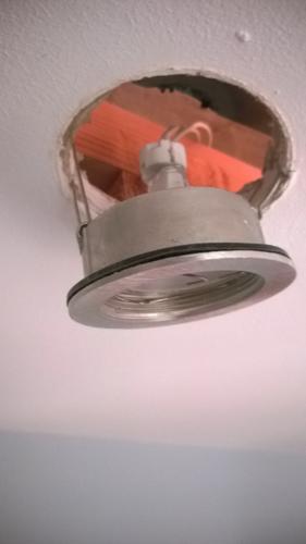 Vervangen van electrische kabels en spotjes in plafond in badkamer ...