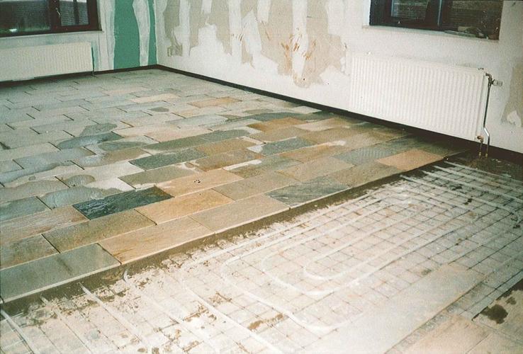 Aanbrengen gietvloer op hardstenen ondervloer werkspot