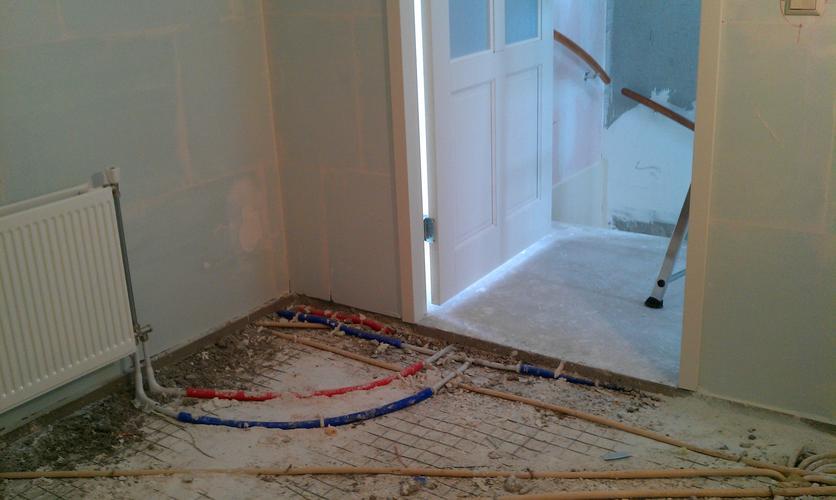 Badkamer Vloer Storten : Zandcement vloer storten badkamer werkspot