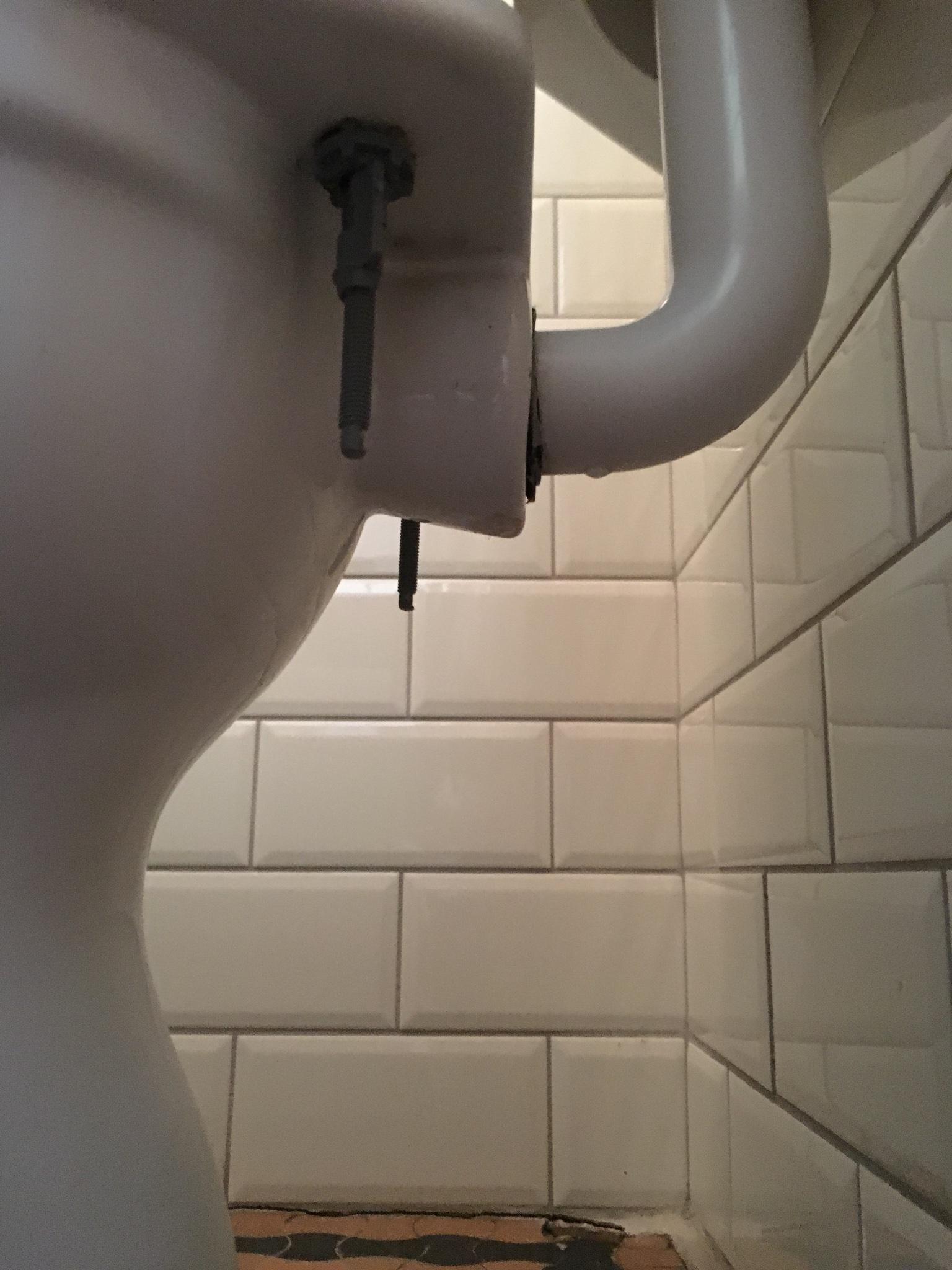 Fabulous Aansluiting stortbak naar wc pot lekt. - Werkspot EX35