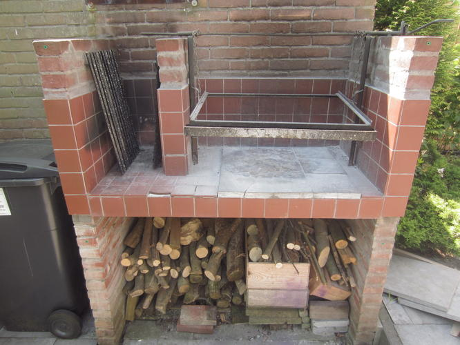 Zelf Barbecue Maken : Overkappping en schoorsteen metselen voor barbecue werkspot