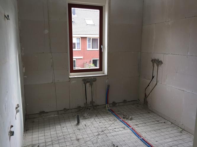 Vloerverwarming Badkamer Aanleggen : Dekvloer elektrische vloerverwarming aanleggen in badkamer