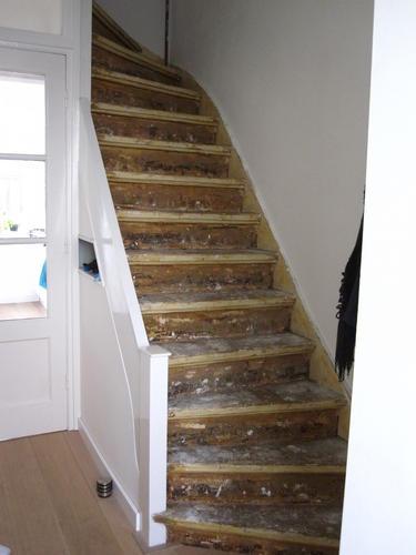 Eindhoven trap verfklaar maken oude lijmresten for Trap mooi maken