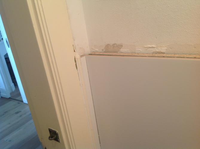 Tegels Badkamer Afkitten : Afwerken randen tegels kitten toilet werkspot