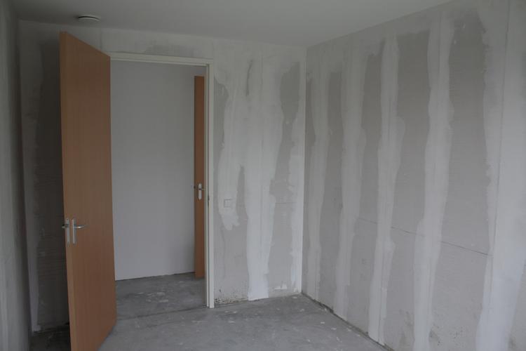 Latex spuiten behangklare muren appartement a 39 dam werkspot for Behangklaar