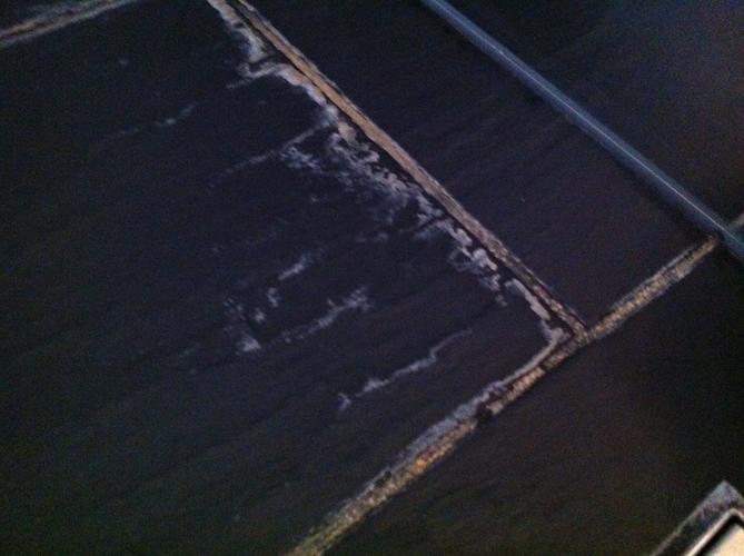 Badkamer Tegels Kalk : Kalk op zwarte badkamertegels tondesk