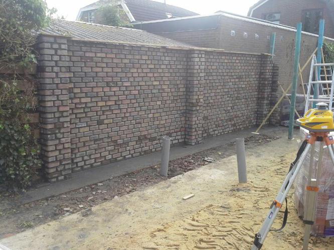 Muur metselen in tuin werkspot - Veranda met stenen muur ...