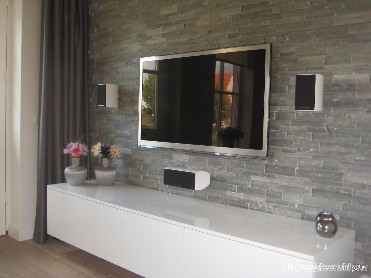 Tv wand met steenstrip tegels werkspot for Lichtgrijze muur
