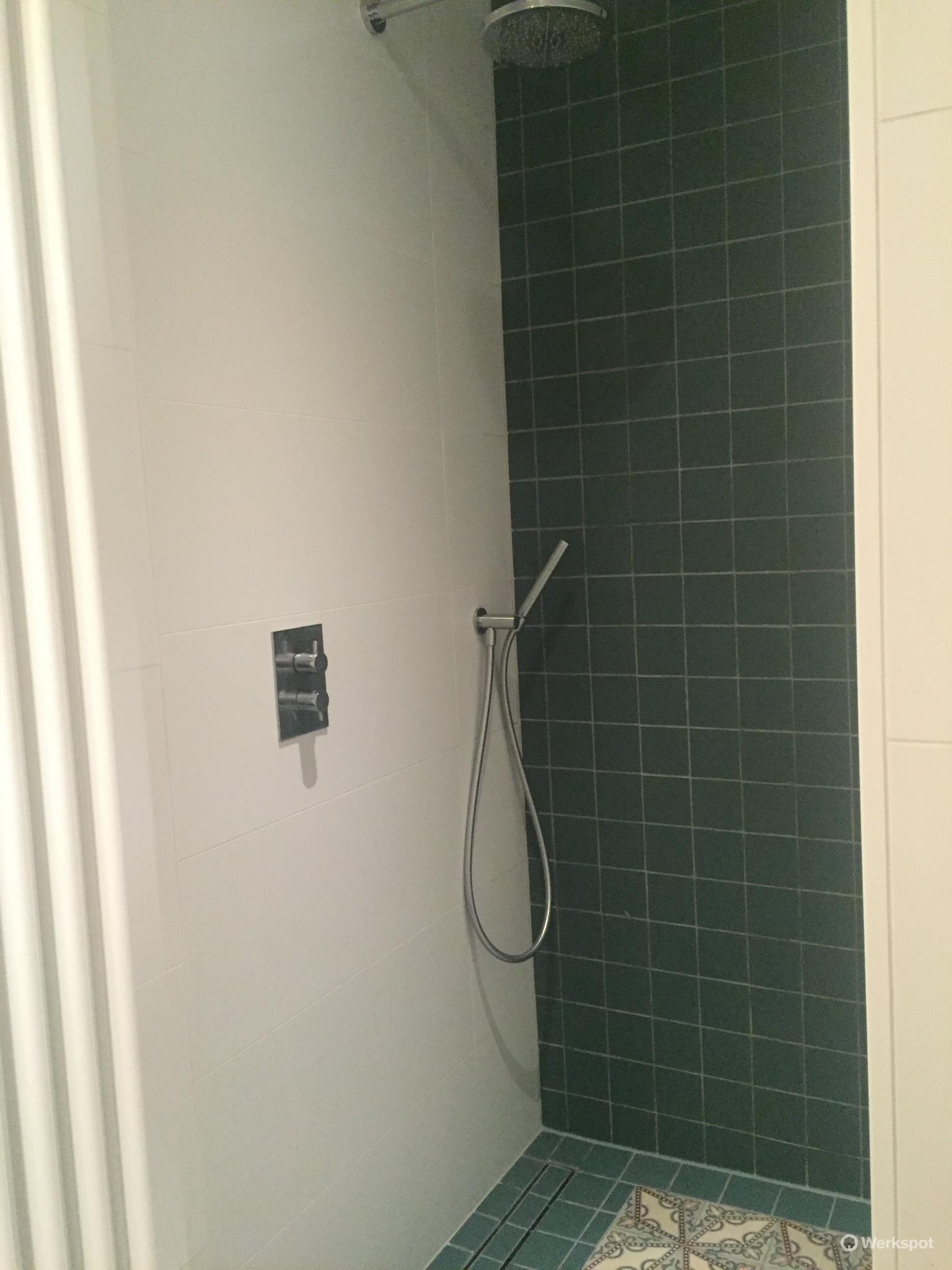 kleine badkamer verbouwen amsterdam antieke vloertegels werkspot