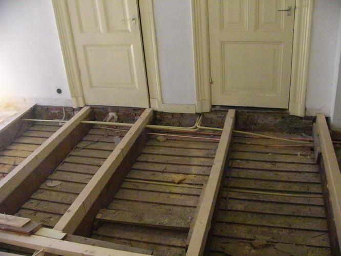 Vloer Voor Balkon : Balkon reparatie vloer balken aanpassen werkspot
