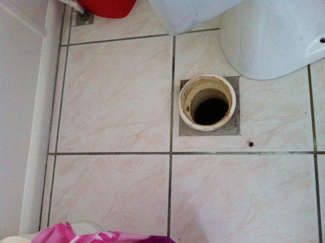 Afvoer toilet 30cm verplaatsen naar achter werkspot