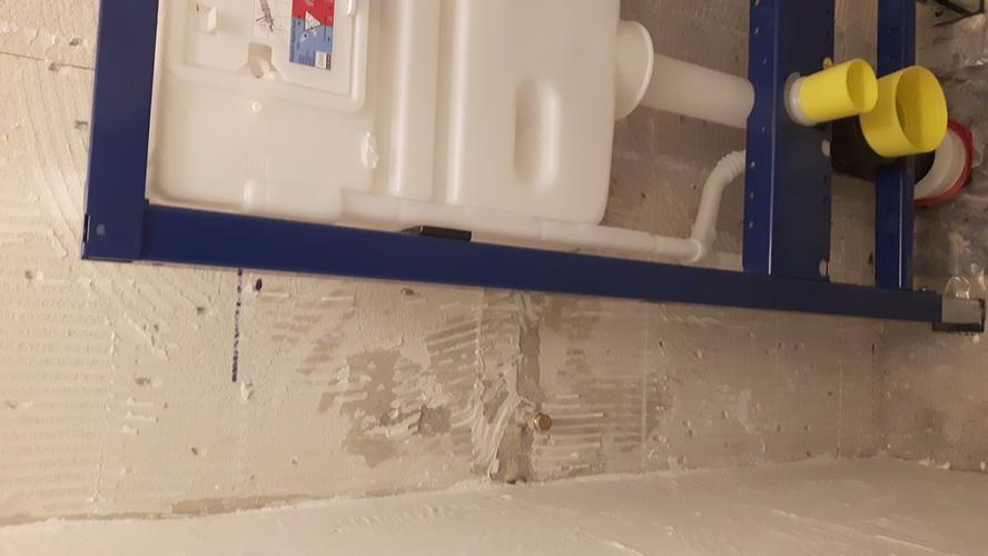 Water aansluiten hangend toilet werkspot