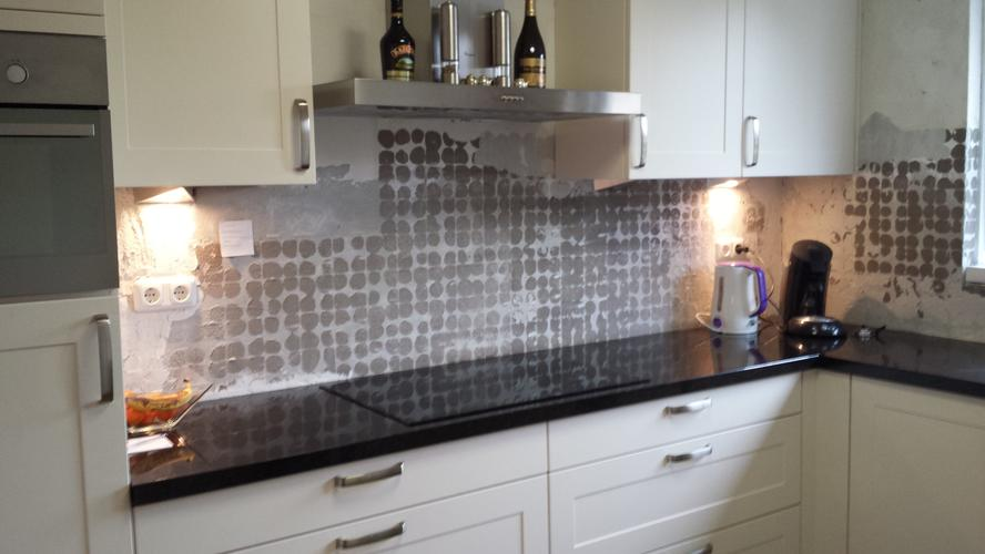 Achterwand keuken tegels zetten werkspot - Tegellijm keuken ...