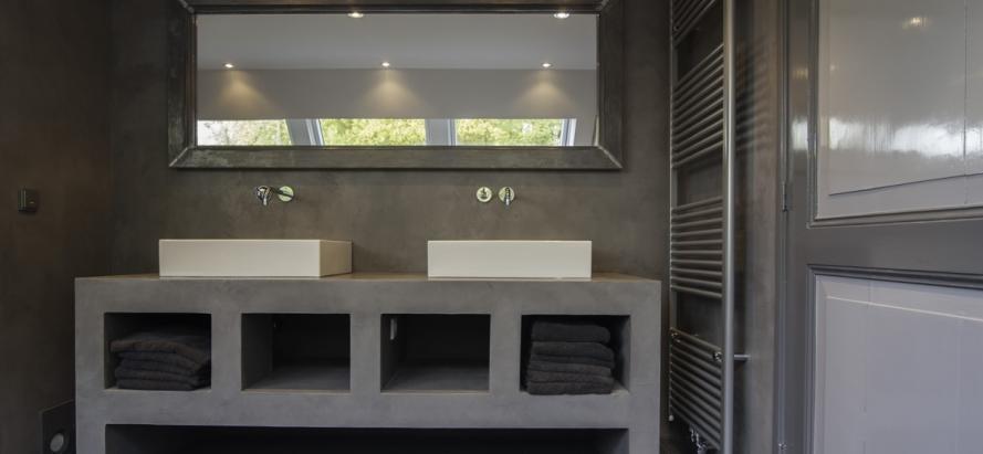 Beton cire stucwerk voor badkamer en keukenblad werkspot for Betonstuc zelf aanbrengen