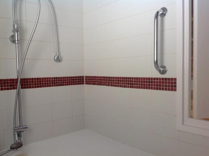 Bruine Voegen Badkamer : Badkamer tegelen sanitair vervangen voegen frezen en opnieuw