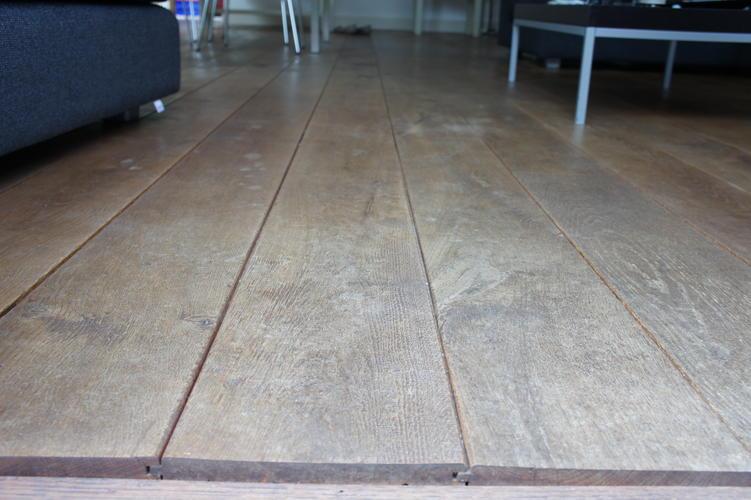 Houten vloer schuren en lakken of oliën en lichtere kleur