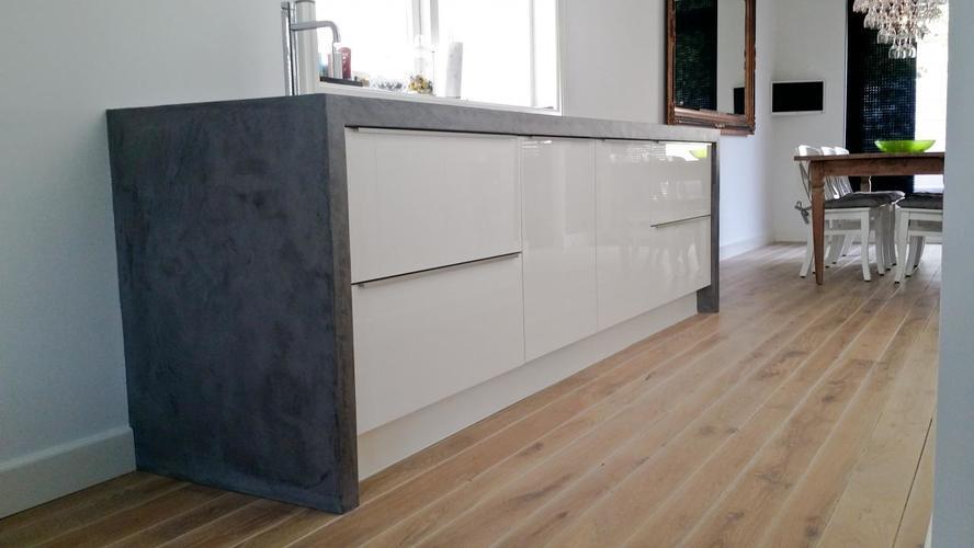 Woonkamer muur 20m2 voorzien van Betonverf/look/effect - Werkspot