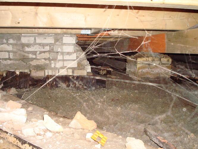 Houten Vloer Veert : Stabiliseren en isoleren houten balkenvloer woonkamer en gang van