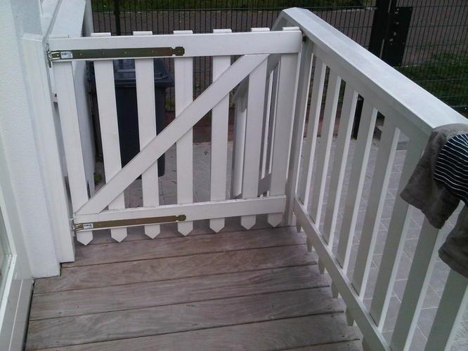 Buiten houten traphek maken en installeren werkspot for Houten trap voor buiten