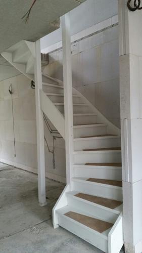 Schilderen trap nieuwbouw woning werkspot - Schilderen muur trap ...