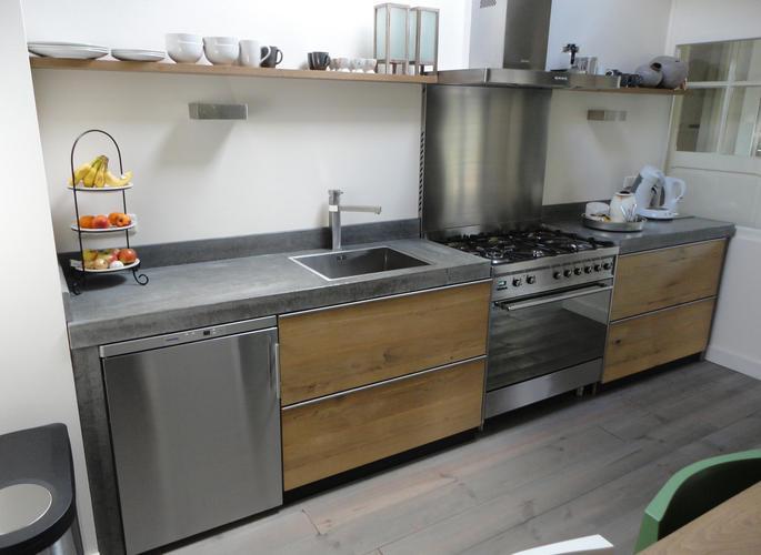 Steigerhout keuken betonblad werkspot - Keuken in lengte ...