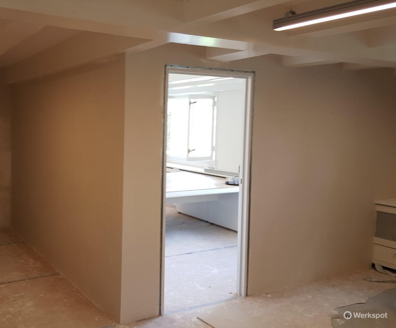 Geluidsisolerende tussenwand plaatsen kantoor incl deur for Vaste zoldertrap incl plaatsen en inmeten