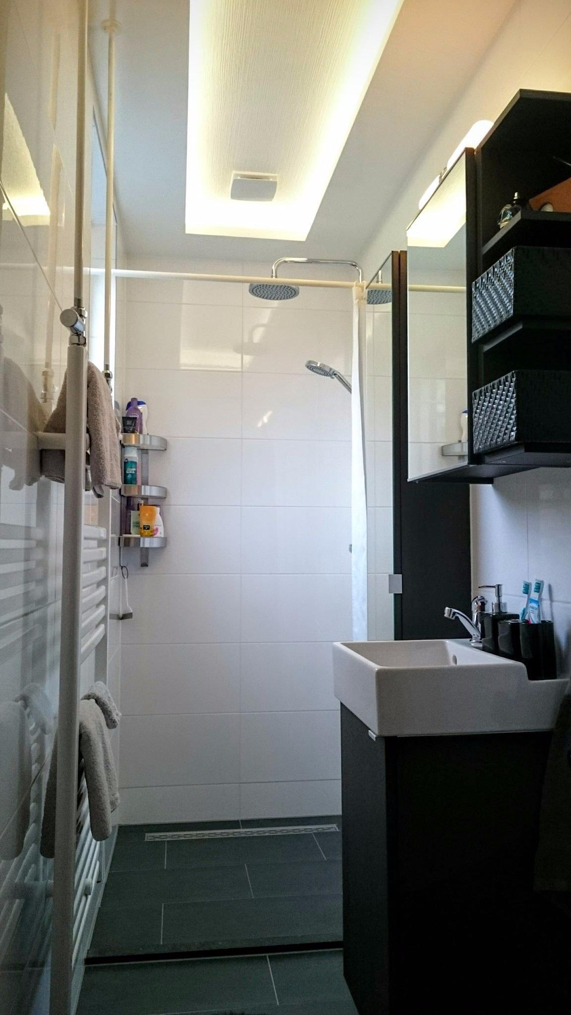 badkamer betegelen en nieuwe houten ondervloer waterschade