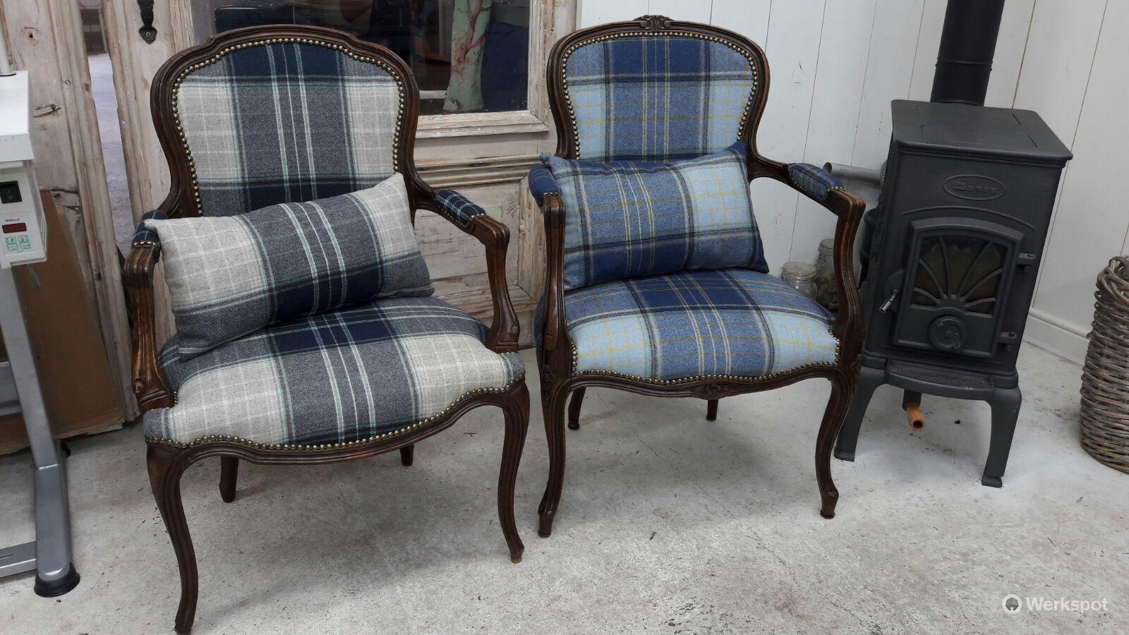 Opknappen en stofferen twee antieke stoelen werkspot