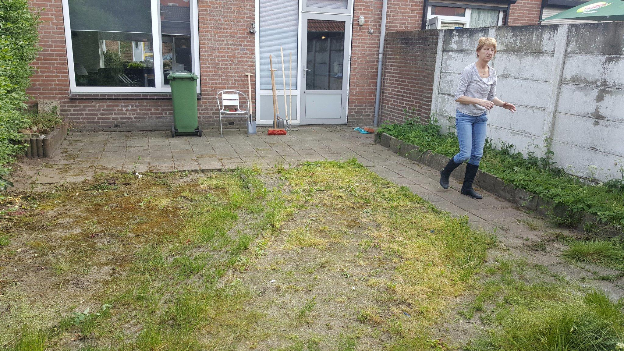 afgraven tuin en leggen betontegels werkspot On afgraven tuin