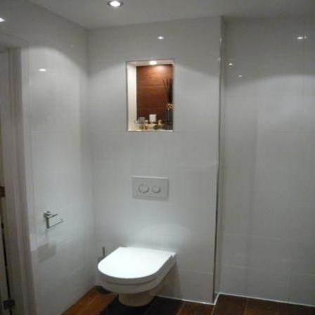 Vervangen badkamer (incl. wc) en vervangen apart toilet - Werkspot