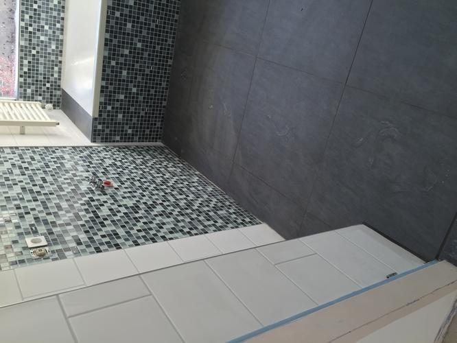 Afkitten badkamer toilet en vensterbank keuken werkspot