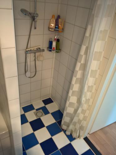 Tegels in badkamer vervangen en ander afvoerputje - Werkspot
