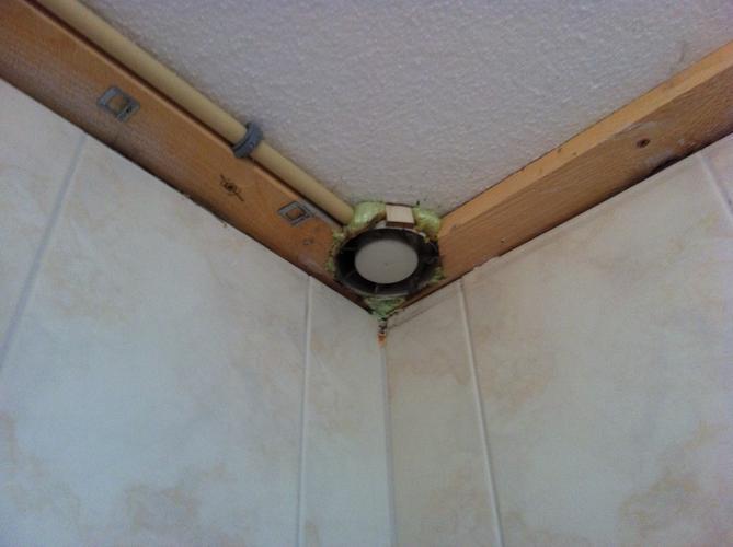 Badkamer Plafond Afzuiging : Verlaagd plafond spotjes afzuiging werkspot