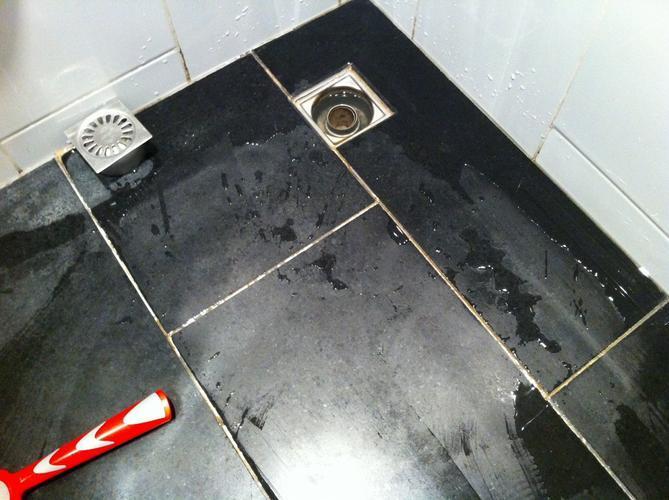 Verwijderen oude badkamer vloer en plaatsen nieuwe badkamer vloer ...