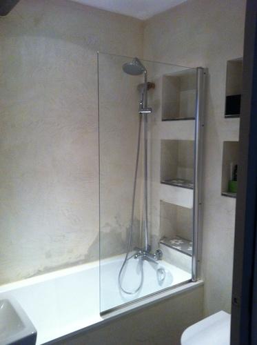 Waterdicht stucwerk badkamer repareren - Werkspot