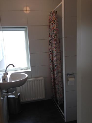 Aanbrengen Luxalon Aluminium plafond in badkamer - Werkspot