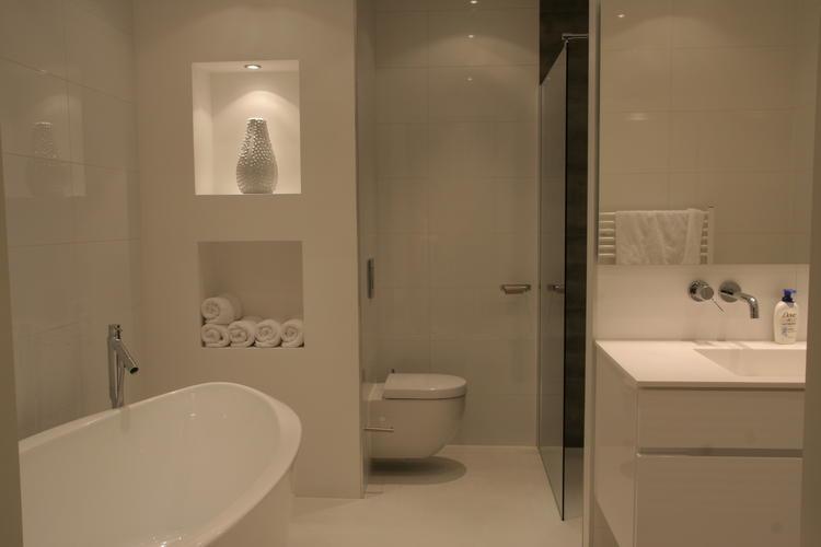 Gietvloer Badkamer Douche : Herstel opnieuw leggen gietvloer badkamer en bijkomende