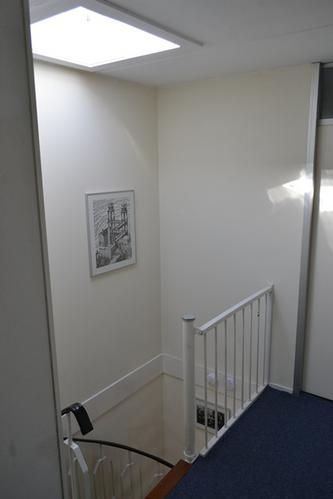 Trap trapgat schilderen muur behangen werkspot for Trapgat behangen