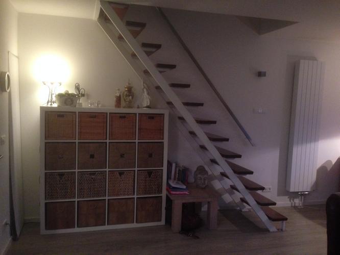 rechte open trap in woonkamer, dicht maken en kasten eronder, Deco ideeën