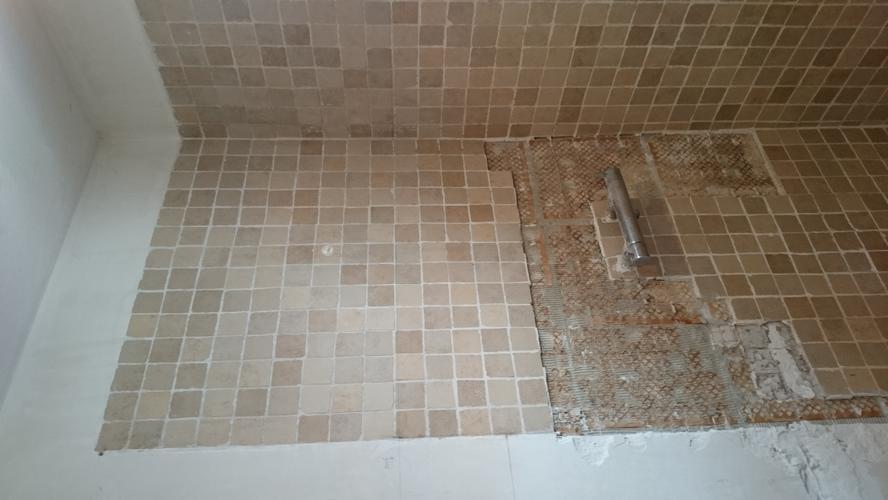 Badkamer glad en waterpas maken muur g;ad stuc werk plafond - Werkspot