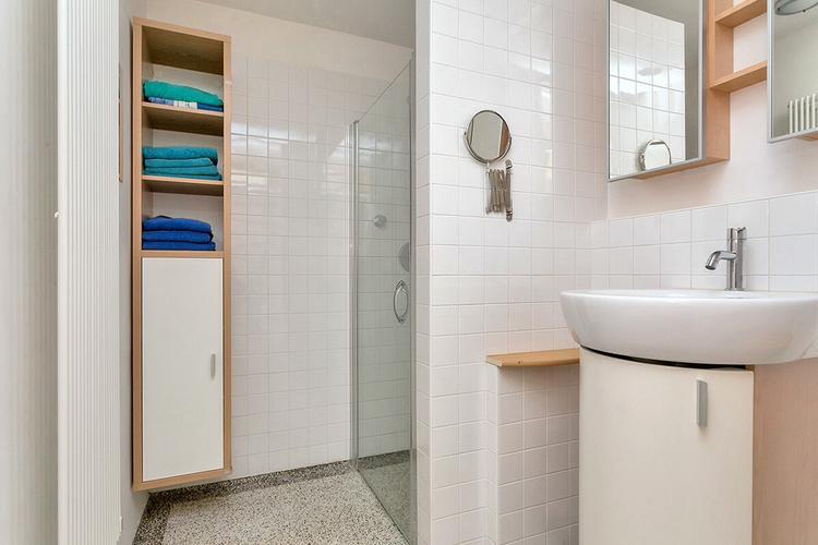Verbouwing en vergroten badkamer (douche, bad, badmeubel) - Werkspot
